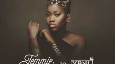 """Photo of Olamide signs """"Temmie Ovwasa"""" to YBNL Nation"""
