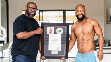 Photo of Cassper Nyovest receives the plaque as 'Sweet and Short' album goes platinum